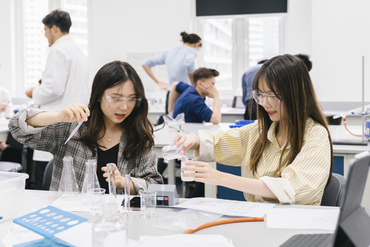 students in chemistry lab class